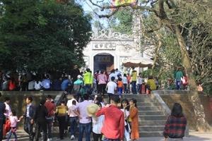 Phú Thọ: Hàng vạn du khách về thăm viếng Đền Hùng trong dịp tết Nguyên Đán Mậu Tuất 2018