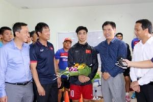 Trưởng đoàn TTVN tại SEA Games 29 giao nhiệm vụ cho ĐT U22 Việt Nam