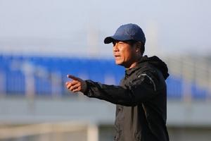 HLV Hữu Thắng phải đi kiểm tra sức khỏe tại bệnh viện ở Hàn Quốc