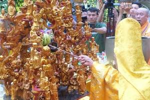 Hàng ngàn người tham dự lễ rước Phật linh thiêng tại Huế