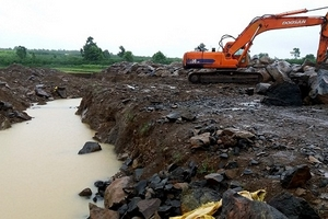 Gia Lai: Ruộng lúa bị cày nát để lấy khoáng sản