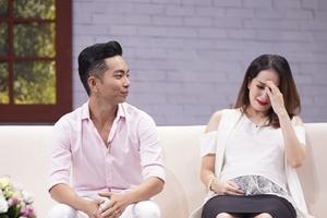 Khánh Thi bật khóc khi kể về quãng đường tình đầy gian truân với Phan Hiển