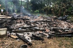Quên dập bếp lửa, nhà bị thiêu rụi