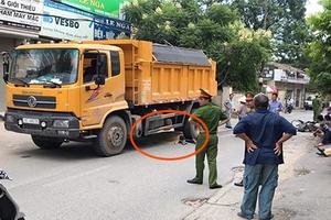 Bị xe tải kéo lê gần 20m, thanh niên thiệt mạng