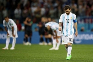 Simeone ám chỉ Messi kém tài Ronaldo, chê HLV Argentina