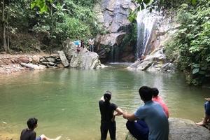 """Phú Thọ: Du khách đối mặt với """"tử thần"""" khi du lịch suối Chòi"""