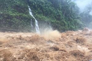 Tạm ngừng cấp điện cho 13.000 hộ dân do mưa lớn