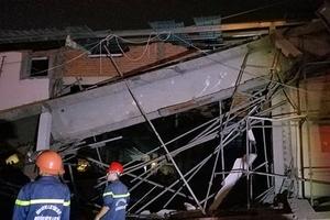 Công trình siêu thị bất ngờ đổ sập, 4 người bị thương