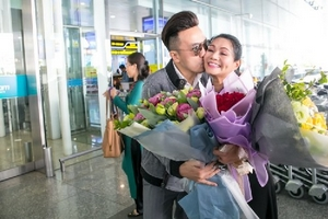 Dương Ngọc Thái ra tận sân bay Nội Bài đón nghệ sĩ Ngọc Huyền