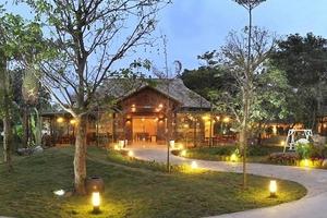 """Hà Nội: Nhà hàng Công viên nhỏ """"mọc"""" bề thế trên hành lang thoát lũ sông Hồng"""