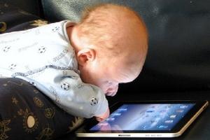 Nguyên nhân nào khiến trẻ chậm nói có xu hướng gia tăng?