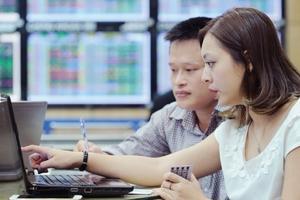 ROS tiếp tục giảm mạnh, kìm hãm đà tăng của VN-Index
