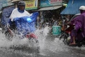 Sài Gòn mưa trắng trời, nhiều tuyến đường ngập nặng