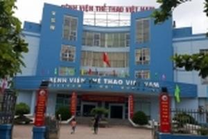 Côn đồ hành hung, bắt bác sĩ quỳ gối xin lỗi ngay tại Bệnh viện Thể thao Việt Nam