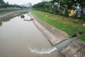 'Hồi sinh sông chết': Người biến nước sông Tô Lịch thành nước uống nói gì?