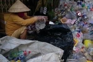 Một ngày ở nơi 'mưu sinh bằng rác' lớn nhất nhì Sài Gòn