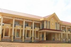 Học sinh vượt hàng chục km đi học, trường tiền tỷ gần nhà lại bỏ hoang