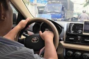 Không thể cấm dịch vụ đi chung xe của Uber, Grab