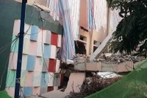 Tường trường mầm non sập vì công trình bên cạnh tháo dỡ