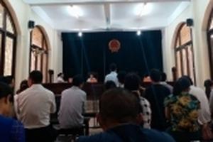 Bố bệnh nhi đánh bác sĩ ở BV Thạch Thất bị phạt 9 tháng tù giam