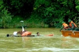 Diễn tập 'thủy điện Hố Hô xả lũ, người và nhà ở bị nước cuốn trôi'