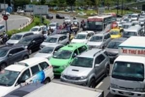 Cầu vượt Sân bay Tân Sơn Nhất: Lãng phí, kẹt xe vẫn nghiêm trọng