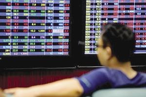 Cổ phiếu ngân hàng lao dốc, VN-Index mất 13 điểm