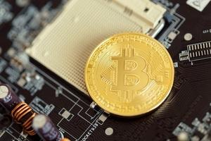Bitcoin lập kỷ lục mới, vượt ngưỡng 4.300 USD/đồng