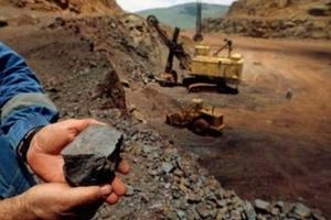 Tranh cãi gay gắt việc ngừng 'đánh thức' mỏ sắt 35 tỷ USD