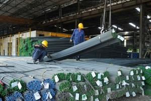 Giá thép xây dựng tăng mạnh: Lo bị găm hàng, 'thổi giá'