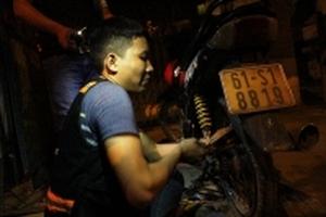 Theo chân những 'hiệp sĩ' cứu nạn, cứu hộ miễn phí trong đêm ở Sài Gòn