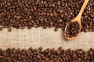 Giá cà phê hôm nay (5/9) giảm mạnh 1.000 đồng/kg, giá cao su TOCOM tiếp chuỗi tăng