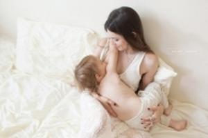 Trẻ 6 tuổi bú mẹ vẫn được hưởng vô vàn lợi ích về sức khỏe