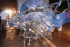 Tai nạn liên hoàn giữa hai xe khách và một xe tải khiến hàng chục người thương vong