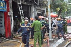 TP HCM: Cửa hàng bán sơn cháy dữ dội khi đang sang chiết, 3 người thương vong