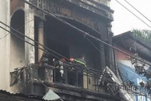 Cảnh sát phá chuồng cọp, cứu 5 người trong đám cháy ở Xuân Mai