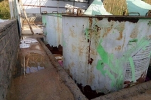 Những bể hóa chất lạ phát lộ sau bão số 10