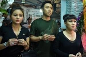 Trấn Thành, Việt Hương buồn bã đến viếng nghệ sĩ Khánh Nam lúc khuya