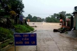 Mưa lớn, nhiều tuyến đường ở Nghệ An, Hà Tĩnh bị cô lập