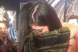 Huyền My khóc nấc trong hậu trường khi trượt Top 5 Miss Grand International 2017