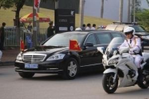 Ông Tập Cận Bình rời khách sạn, bắt đầu lịch trình trong ngày cuối thăm chính thức Việt Nam