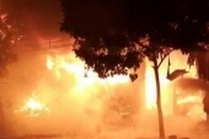 Cây xăng bốc cháy lúc nửa đêm, kho chứa nhớt bị thiêu rụi