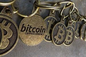 Giá bitcoin hôm nay (14/12): Gặp khó trước sự tăng giá của những đồng tiền ảo khác