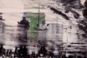 Hà Nội: Nghịch cảnh đường ngập nước, sình lầy giữa trời nắng khô