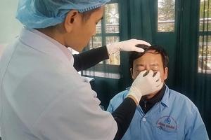 Thái Bình: Bác sĩ đang cấp cứu bị người nhà bệnh nhân đấm gãy mũi
