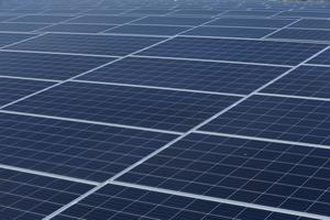 Cổ phiếu một công ty năng lượng mặt trời vô danh tăng 233% sau khi đổi tên có từ 'blockchain'