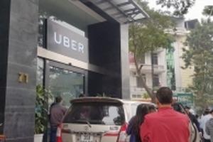 Tài xế chặn cửa đòi giảm chiết khấu, Uber Việt Nam nói 'sẽ tiếp tục lắng nghe'