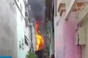 Trèo qua nhà hàng xóm thoát khỏi đám cháy ở Sài Gòn