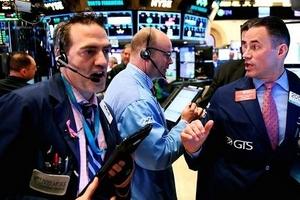 Thị trường chứng khoán Mỹ đỏ lửa sau thông báo nâng lãi suất của Fed