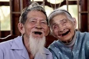 Cặp vợ chồng già trồng rau sạch ở Hội An lên báo Singapore